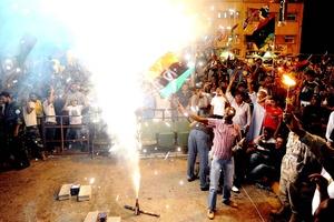 La Plaza Verde ha sido el sitio de las manifestaciones de apoyo nocturnas de los partidarios de Gadafi durante el levantamiento.