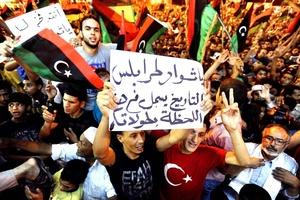 La televisión estatal trasmitió las amargas súplicas de Gadafi a fin de que los libios defiendan su régimen.