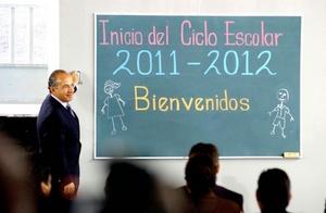 El Presidente Felipe Calderón inauguró el ciclo escolar 2011-2012 en la escuela primaria Kalpilli de la delegación Cuajimalpa, al poniente del Distrito Federal.