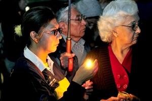 Se guardó un minuto de silencio por las víctimas, antes de pasar a la lectura de los nombres de los muertos de Monterrey, seguidos del grito no debió morir.