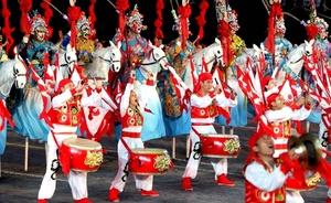 La compañía cultural china She Huo participa durante un ensayo del Festival Internacional Militar de Música 'Spasskaya Tower'.
