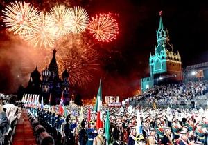 Bandas militares de diferentes países se presentan durante un ensayo del Festival Internacional Militar de Música 'Spasskaya Tower' en la Plaza Roja de Moscú.