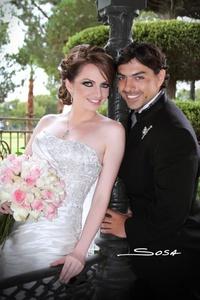 Cristy Motola y Ray de la Rosa unieron sus vidas en matrimonio en la parroquia Los Ángeles el 13 de agosto de 2011. Los acompañaron sus padres: Sr. César y Sra. Cristina; Sr. Arturo y Sra. Mayela. <p> <i>Studio Sosa</i>