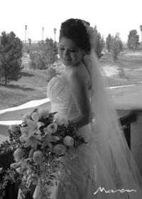 Nereyda Chávez Rangel captada el día de su boda con el Ing. Jaime Alberto Dávila Rodríguez. <p> <i> Estudio Morán</i>