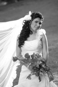 Valenzuela Martínez captada el día de su boda con Víctor Jesús Echeverría Martínez.