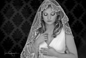 Laura Saraí Campos Medina captada el día de su boda con el Sr. Juan Carlos López Almaraz. <p> <i>Estudio Laura Grageda</i>