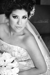 14082011  lució la Ing. Karina Montserrat Chavarría Ramos el día de su boda con el Ing. Héctor Israel Sanabria Muñoz. <p> <i>Estudio Laura Grageda</i>