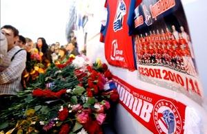 Rusia llora tras el trágico accidente aéreo en el que viajaba un equipo de Hockey sobre hielo.