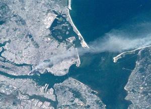 Las lágrimas no fluyen de la misma manera en el espacio. Es difícil describir lo que siente; era el único estadounidense fuera del planeta en un momento como este y sin poder consolar a sus seres queridos, dijo Culberton, de 62 años y jubilado de la NASA desde 2002.