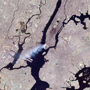 El astronauta Frank Culbertson, el único estadounidense ausente en la Tierra durante los atentados de 2001, captó con su cámara la enorme humareda del derrumbe de las Torres Gemelas en Nueva York, en unas fotos divulgados por la NASA