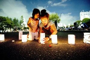La tragedia fue recordada hoy con homenajes y ceremonias por las víctimas en municipios costeros como Ishinomaki, antaño una dinámica ciudad portuaria con numerosas fábricas que quedaron barridas por el tsunami.