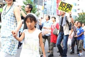 El terremoto y el tsunami del 11 de marzo causaron 15,781 muertos y dejaron 4,086 desaparecidos, según los últimos datos, además de una crisis nuclear aún abierta.