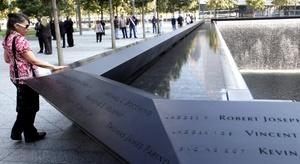 La plaza había sido abierta de forma limitada el domingo, al cumplirse el 10 aniversario de los ataques, sólo a los familiares de las víctimas.