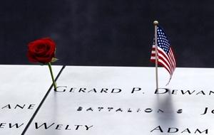 Asimismo, pudieron tocar los nombres grabados en bronce de las 2,977 personas que murieron en los ataques en Nueva York, el Pentágono y Pensilvania, además de los seis muertos en el ataque de 1993 contra el Centro de Comercio Mundial.