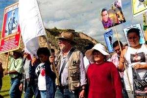 El objetivo de estas mesas es dar a conocer a la caravana las formas de la violencia que se viven en Oaxaca.