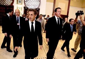 El primer ministro británico David Cameron y el presidente francés Nicolas Sarkozy dieron un firme apoyo al nuevo gobierno de Libia durante una histórica visita.