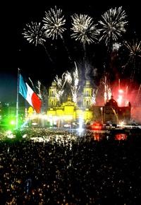 Capitalinos disfrutaron de un espectáculo de fuegos pitotécnicos.