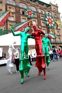 El Zócalo de la Ciudad de México se vistió de verde, blanco y rojo.