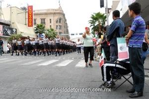 Una buena afluencia de personas se registró este viernes 16 de Septiembre, durante el desfile de Independencia.
