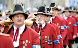 El desfile culmina en el Theresienwiese (Prado de Teresa), donde estos días tiene lugar el 178º Oktoberfest.