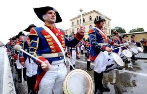 En el desfile recorren más de 7 km y una participación de unas 9,000 personas.