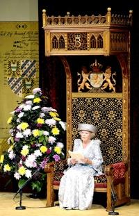 La reina Beatriz de Holanda pronuncia el discurso inaugural del Año Parlamentario desde el trono del Ridderzaal o Sala de los Caballeros, en La Haya (Holanda).