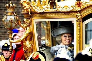 La reina Beatriz de Holanda llega al Ridderzaal o Sala de los Caballeros, donde la monarca inauguró el Año Parlamentario, en La Haya (Holanda).