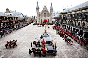Vista general del Binnenhof, el complejo del Parlamento y centro neurálgico de la política de Holanda, durante el Prinsjesdag (Día del Príncipe), en La Haya (Holanda). La reina Beatriz inauguró con un discurso el Año Parlamentario, en La Haya (Holanda).