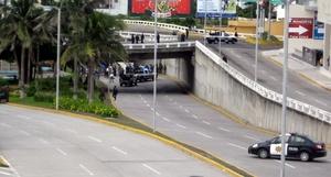 La policía encontró 35 cadáveres, 23 hombres y 12 mujeres, abandonados en dos camiones de carga en una avenida del municipio de Boca del Río.