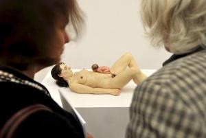 El hiperrealismo que caracteriza la escultura del artista australiano Ron Mueck podrá ser apreciado por primera vez en Ciudad de México.