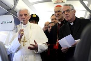 El Pontífice se paró de su asiento y pronunció un breve discurso en el podio. Manifestó que hay una creciente indiferencia respecto a la religión en Alemania, y dijo que ésta es necesaria como fundamento para una buena convivencia en la sociedad.
