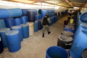 Con este laboratorio clandestino, suman 51 los que se han asegurado en la jurisdicción de la 15/a. Zona Militar durante el presente año, además de dos bodegas para almacenar sustancias químicas para la fabricación de droga sintética.