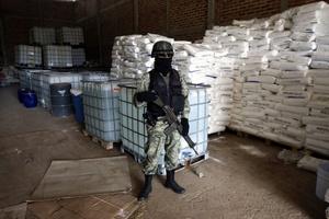 Tenía 133 toneladas de sustancias químicas y 180 kilogramos de droga conocida como cristal, en el municipio de Zapotlanejo, Jalisco.