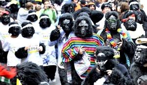 Cientos de participantes, vestidos de gorila, corrieron por las calles de Londres.