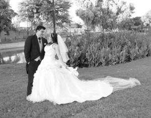 Fátima Janeth Ramírez Aba y Martín Castillo Ordóñez el día que contrajeron matrimonio.-  <p> <i>Sandoval  Fotografía</i>