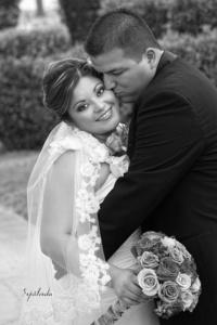El día de su boda Brenda Liset Pasillas Andrade y Carlos Arturo Aguilar Ramírez. <p> <i>Estudio Sepúlveda</i> -