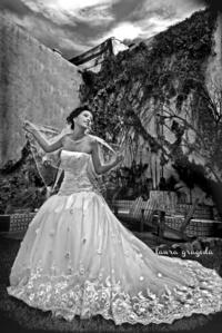 En una fotografía de estudio Fabiola Iveth Recio Meraz, el día de su boda con Aldo Rodríguez Márquez. <p> <i>Estudio Laura Grageda</i>