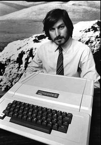 Nos entristece profundamente anunciar que Steve Jobs falleció hoy, dijo la empresa en un escueto comunicado.