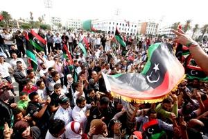 Disparos al aire y clamores de Allahu Akbar (Dios es grande) resonaban por Trípoli al correr la noticia.