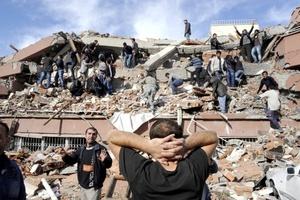 La cifra provisional de fallecidos en el fuerte terremoto que sacudió la provincia turca de Van ha subido a 269 y la cifra de heridos es ya de 1,300, según el viceprimer ministro Besir Atalay.