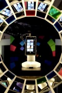 Durante su discurso de inauguración del evento Nokia World, donde la compañía presenta anualmente sus novedades, Elop ha asegurado ante más de 3,000 asistentes entre periodistas, analistas y socios de Nokia que el Lumia 800 amplifica las características de la plataforma de Microsoft. Es el primer Windows Phone auténtico.