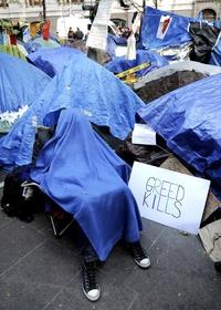 El conservador The New York Post –parte del conglomerado de medios de Rupert Murdoch– publicó en su portada el encabezado 'Ya basta', en que aconsejaba a las autoridades de la ciudad que 'ya es tiempo de expulsar a los vagos', en referencia a los manifestantes.