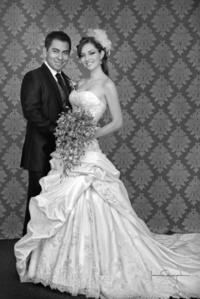 Srita. Azucena Garza Ceñal y Sr. Ranmel Bustos Latabán, el día de su boda.   Estudio Laura Grageda
