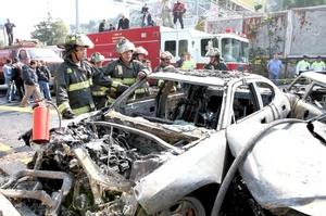 En el percance resultaron tres personas con lesiones leves y fueron trasladadas a un hospital, además de varias con crisis nerviosas que se atendieron en el lugar de los hechos.