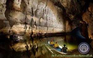 El Parque Nacional del Río Subterráneo de Puerto Princesa se situa 50 km al norte de la ciudad de Puerto Princesa en la isla de Palawan, Filipinas. Este parque mezcla un fantástico paisaje kárstico de caliza con un río subterraneo navegable. Una de las características del río es que atraviesa una cueva con grandes formaciones de estalactitas y estalagmitas y varias cámaras de gran tamaño; se cree que es el río subterráneo más largo del mundo.