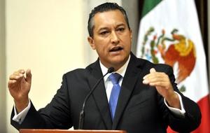 El secretario de Gobernación y principal miembro del gabinete presidencial de México, Francisco Blake Mora, murió al desplomarse el helicóptero en el que viajaba.