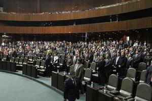 El pleno de la Cámara de Diputados guardó un minuto de silencio en memoria del secretario de Gobernación, Francisco Blake Mora, y del subsecretario, Felipe Zamora, y demás funcionarios que fallecieron en el accidente aéreo.