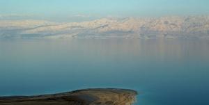 El mar Muerto (hebreo ים המלח Yam Ha'Melaj, árabe البحر الميت Al Bahr al Mayyit) es un lago endorreico salado situado a 416,5 m bajo el nivel del mar entre Israel, Jordania y los Territorios Palestinos. Es de hecho el lugar más bajo de la Tierra, ocupando la parte más profunda de una depresión tectónica atravesada por el río Jordán y que también incluye el lago de Tiberíades. También recibe el nombre de lago Asfaltitis, por los depósitos de asfalto que se encuentran en sus orillas, conocidos y explotados desde la Edad Antigua. Tiene unos 76 km de largo y un ancho máximo de unos 16 km; su superficie es aproximadamente de 625 km²