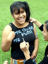 Bienvenidos a la Marcha de las Putas, estamos aquí para pedir el fin de la violencia contra las mujeres, fue la consigna con la que dio inicio a la protesta la abogada Deika Nieto.