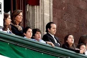 Alejandro Poiré también presenció el desfile desde el balcón de Palacio Nacional.